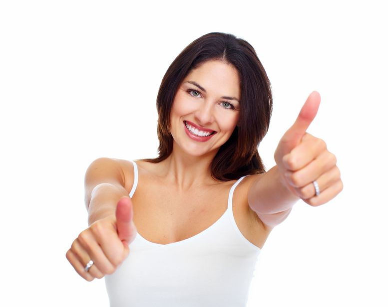 donna senza occhiaie felice
