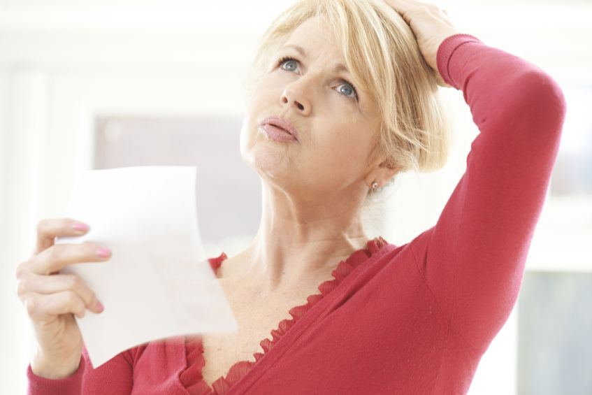 donna con sintomi della menopausa