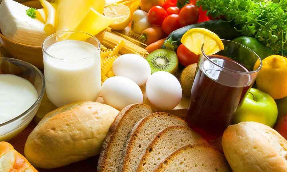 Alimenti di vario tipo, frutta, verdure, latte. Dieta dissociata.